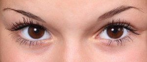 Découvrez le maquillage semi-permanent des sourcils
